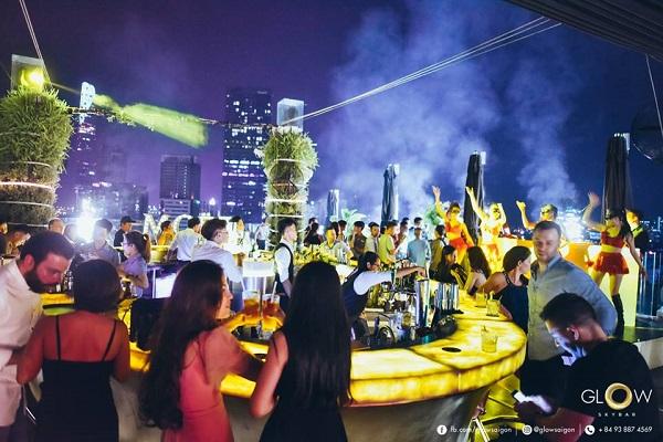 La noche de Saigón. Glow Club