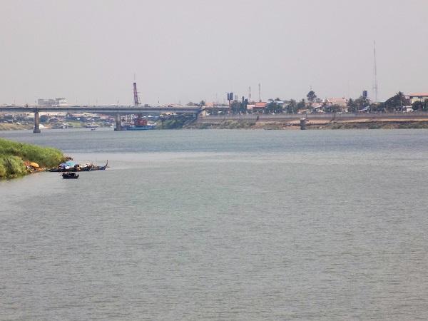 Nom Pen. Río Tonle sap