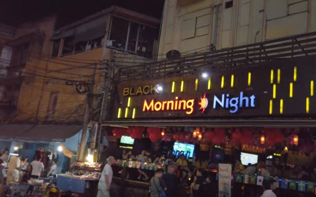 Morniong night. Bares en sukhumvit soi 4