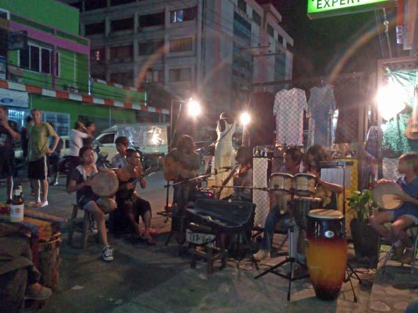 Musica folk en Krabi, Tailandia.