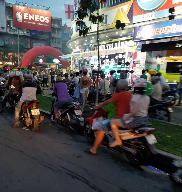 Recorriendo en moto saigón. Novia vietnamita.