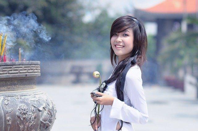 Chica asiática sola