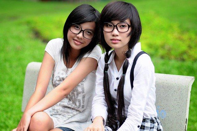 Dos chicas asiáticas.