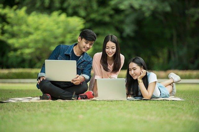 Estudiantes asiáticos