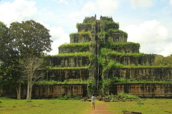 Koh Ker. Piramide. Mejores destinos de Camboya.